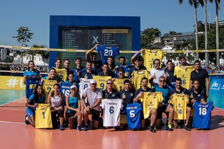 Seleção Brasileira de Vôlei apresenta novos uniformes personalizados da camisa. Os uniformes profissionais da seleção ficou bem diferente do anterior.